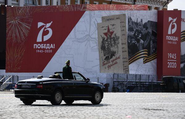 Кабриолет Aurus на Красной площади