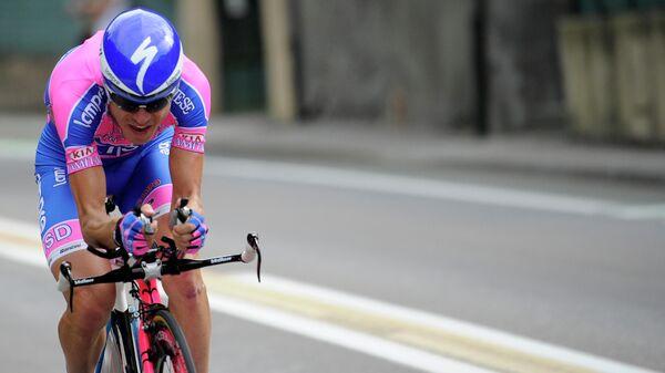 Победитель веломногодневки Джиро д'Италия 2004 года итальянец Дамиано Кунего