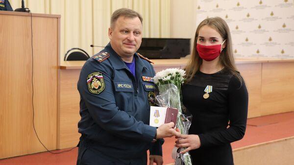 Торжественное вручение награды За спасение погибающих на водах Яне Маравской