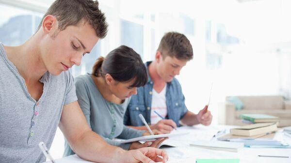 Студенты во время занятий