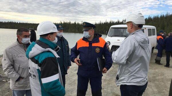 Мониторинг ситуации с пятном неизвестного происхождения в акватории Умбозера в Мурманской области