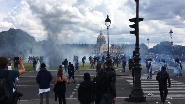 Акция протеста медицинских работников в Париже