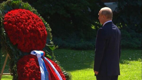 Возложение венка Владимиром Путиным к Могиле Неизвестного солдата