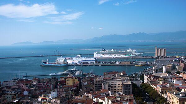 Круизные лайнеры в порту города Кальяри, Сардиния