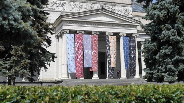 Фасад главного здания Государственного музея изобразительных изобразительных искусств (ГМИИ) имени А.С. Пушкина