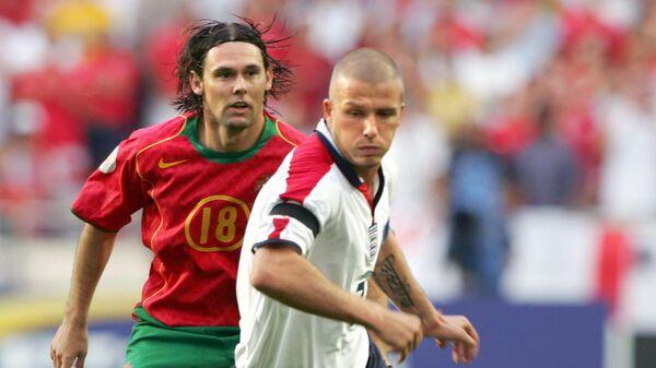 Игровой момент четвертьфинального матча ЕВРО-2004 Португалия - Англия
