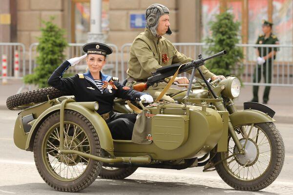Военная техника во время военного парада в ознаменование 75-летия Победы в Великой Отечественной войне 1941-1945 годов в Волгограде