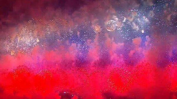 Артиллеристы окрасили небо Москвы в цвета флага России