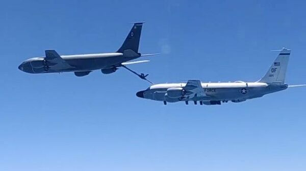 Кадры перехвата самолетов-разведчиков ВВС США над Черным морем российскими истребителями