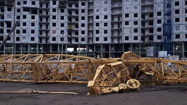 Башенный кран рухнул в Набережных Челнах на стройплощадке жилого комплекса