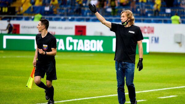 Валерий Карпин (справа)