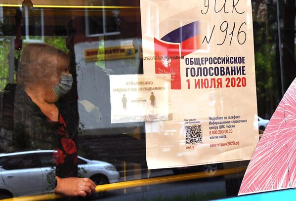 Голосование в передвижном избирательном участке по вопросу внесения поправок в Конституцию РФ во Владивостоке