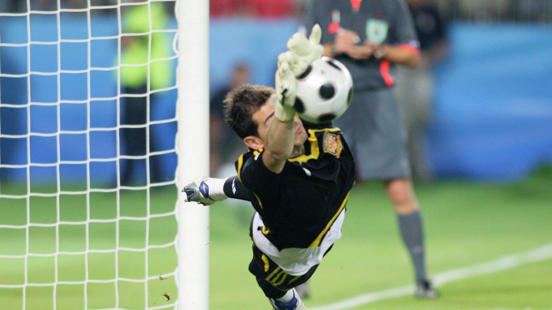 Икер Касильяс отражает пенальти в 1/4 финала ЕВРО-2008  - РИА Новости, 1920, 29.06.2020