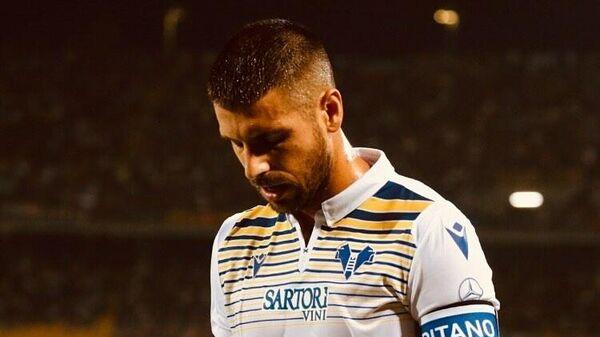 Полузащитник футбольного клуба Верона Мигель Велозу