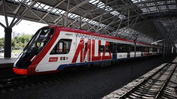 Поезд прибыл на станцию Славянский бульвар линии МЦД-1