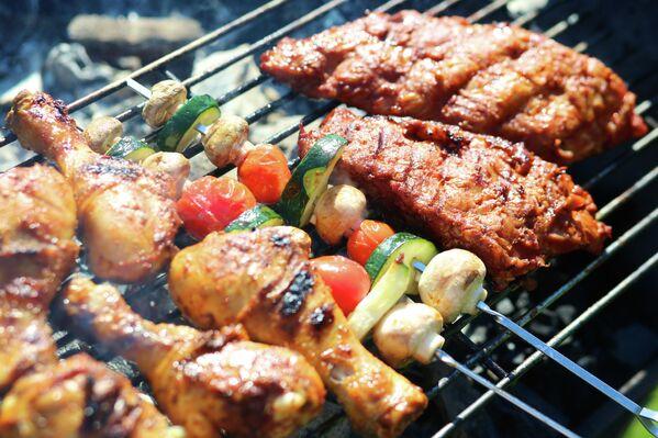 Мясо и овощи на гриле