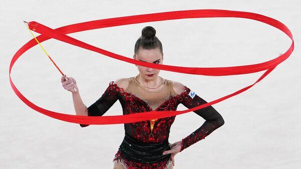 Дина Аверина (Россия) выступает во Дворце гимнастики Ирины Винер-Усмановой на международном онлайн-турнире по художественной гимнастике