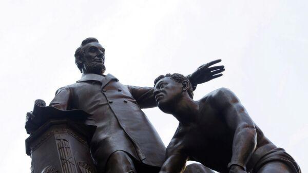 Памятник президенту США Аврааму Линкольну в Бостоне