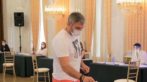 Александр Овечкин на участке для голосования