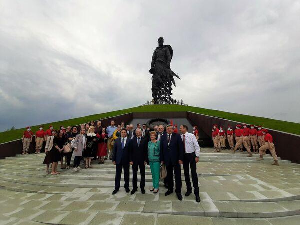 Церемония открытия Ржевского мемориала Советскому солдату