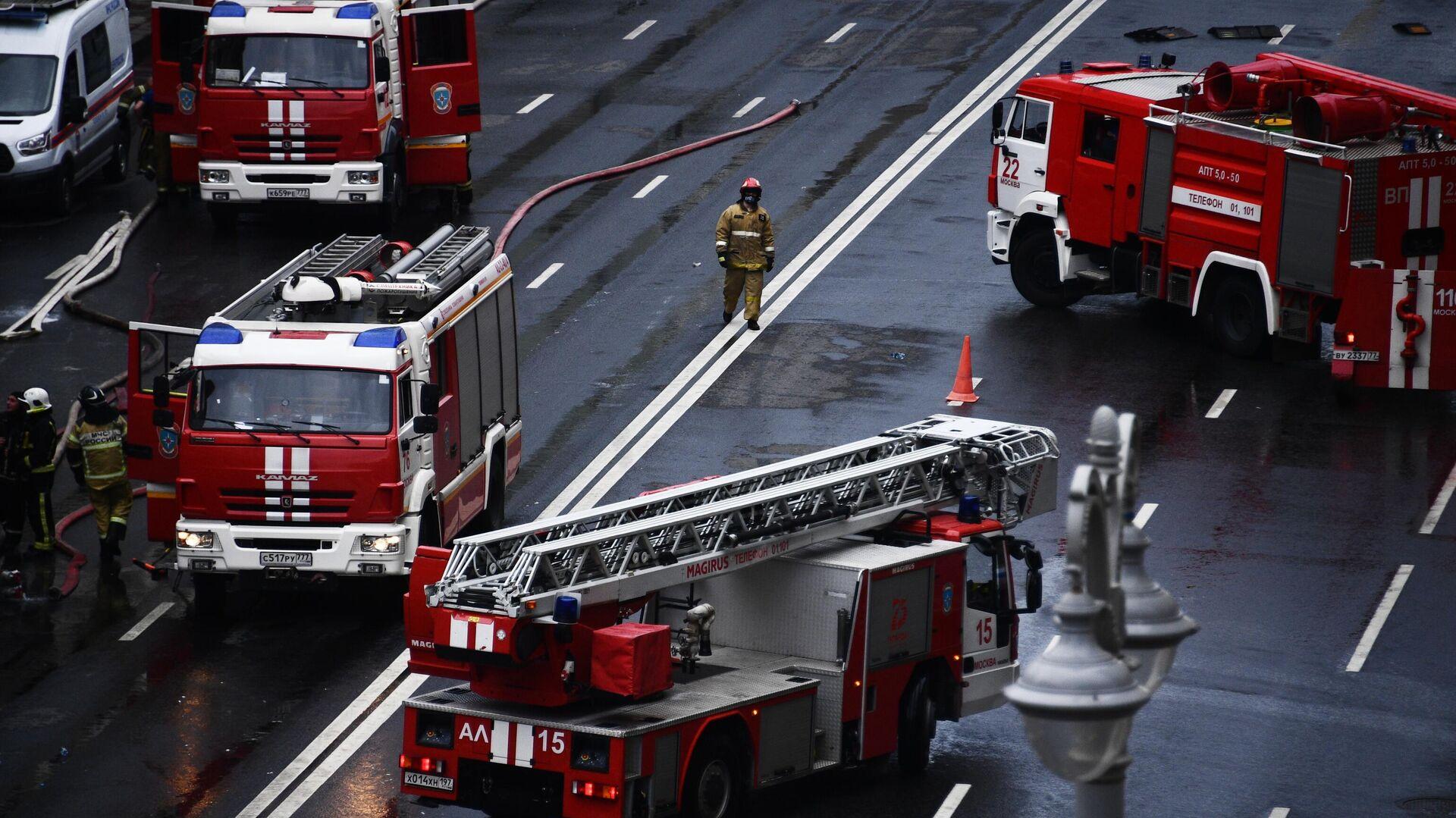 Кафе загорелось на Профсоюзной улице в Москве
