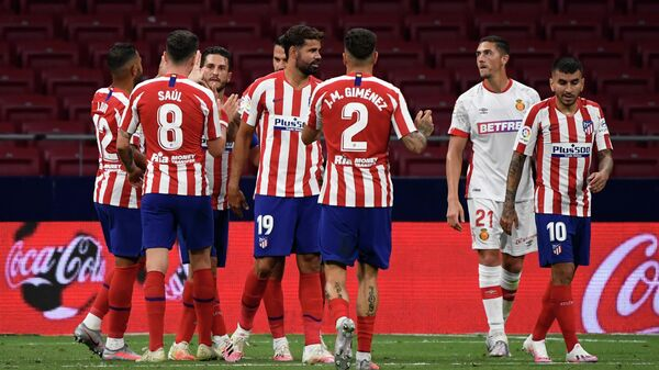 Atletico Madrid's players celebrate after scoring their third goal during the Spanish League football match between Atletico Madrid and Mallorca at the Wanda Metropolitan stadium in Madrid on July 3, 2020. (Photo by PIERRE-PHILIPPE MARCOU / AFP)