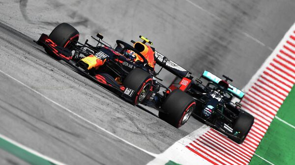 Formula One F1 - Austrian Grand Prix - Red Bull Ring, Spielberg, Styria, Austria - July 5, 2020  Red Bull's Alexander Albon leads Mercedes' Lewis Hamilton during the race, as F1 resumes following the outbreak of the coronavirus disease (COVID-19)   Darko Bandic/Pool via REUTERS