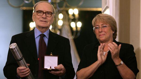 Президент Чили Мишель Бачелет с итальянскийм композитором Эннио Морриконе