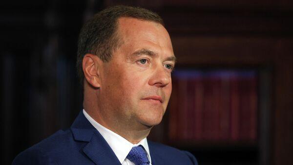 Дмитрий Медведев во время интервью издательскому дому Комсомольская правда