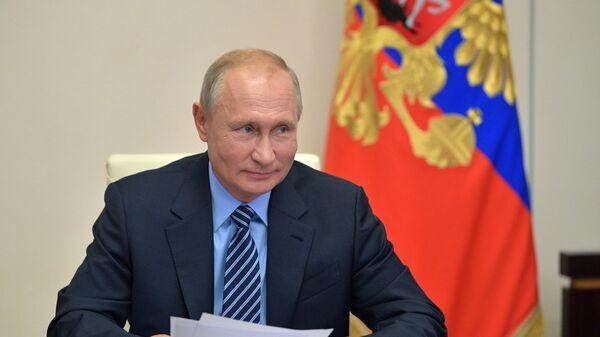 Президент РФ Владимир Путин во время встречи с председателем Центральной избирательной комиссии (ЦИК) РФ Эллой Памфиловой в режиме видеоконференции