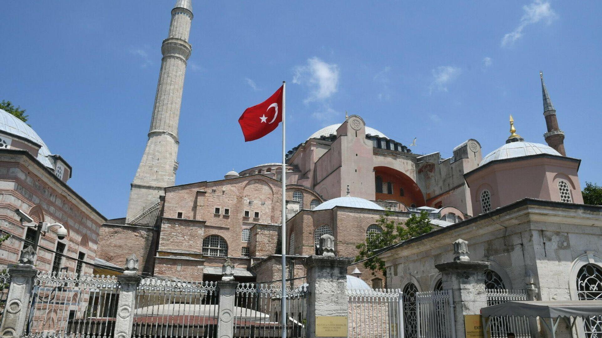 Турецкая оппозиция осудила задержание адмиралов из-за конвенции Монтре