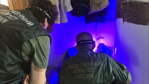 Сотрудники СК РФ на месте разбойного нападения и убийства 100-летнего ветерана Великой Отечественной войны в Киргинском районе