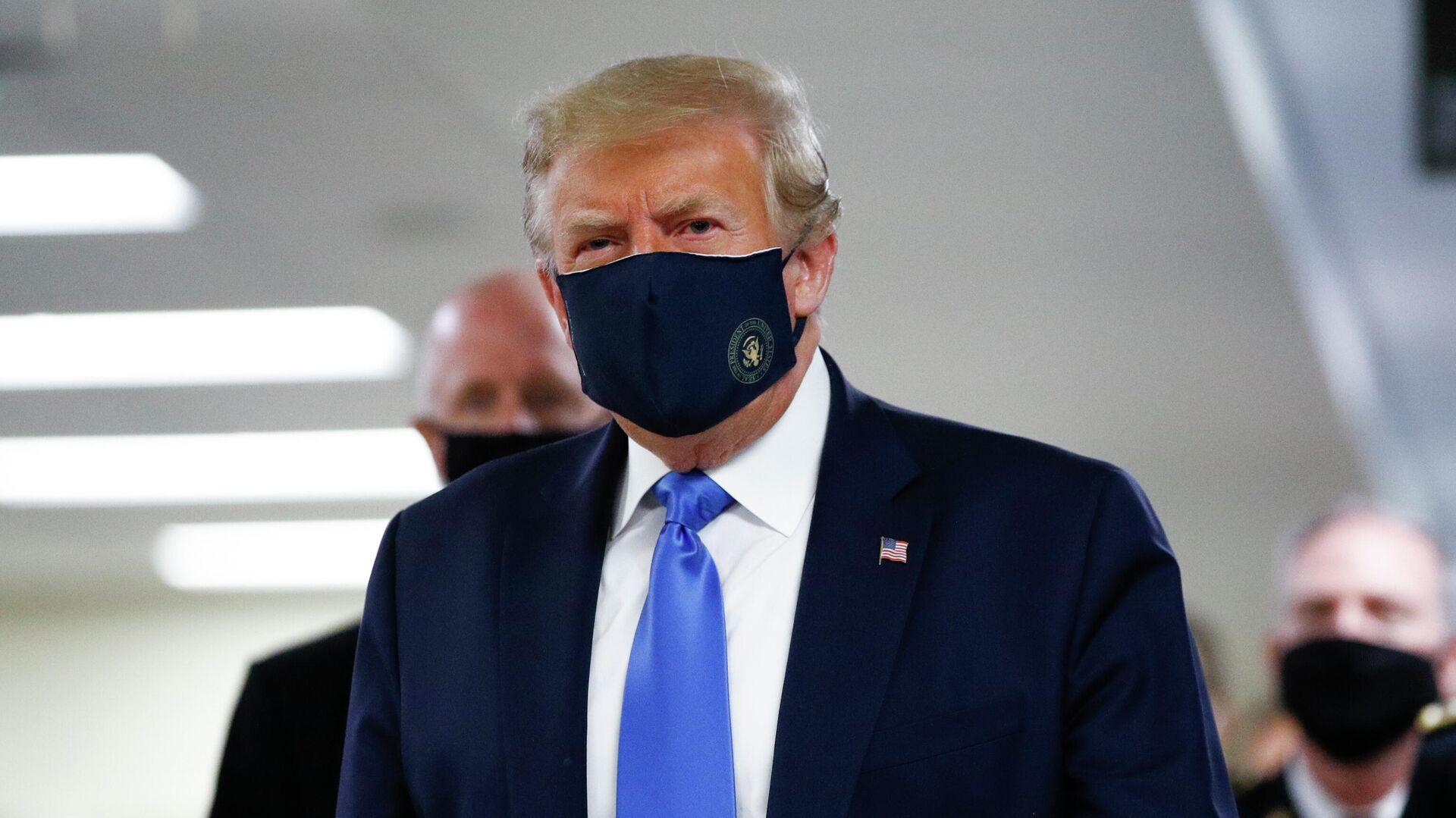 Дональд Трамп в медицинской маске - РИА Новости, 1920, 17.07.2020