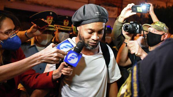Суд отказался освободить Роналдиньо из-под домашнего ареста