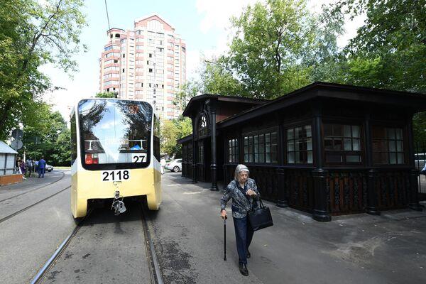 Открытие старейшей трамвайной остановки после реставрации в Москве