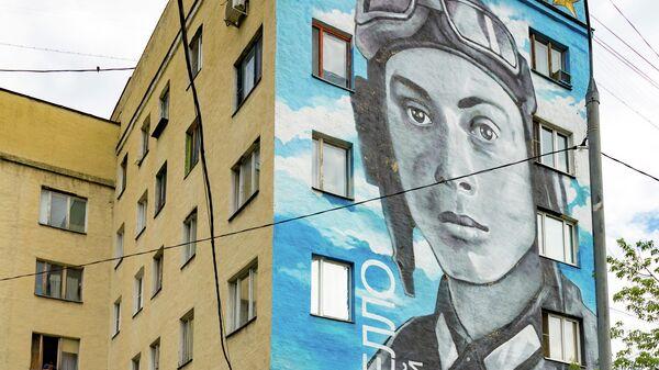 Граффити с летчиком Николаем Гастелло в Москве