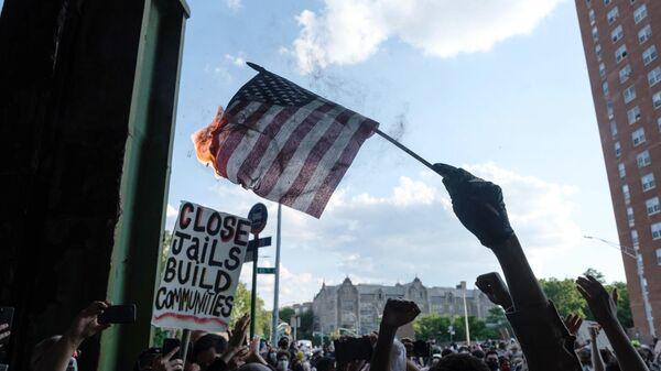Столкновения между сторонниками и противниками акции BLM в Нью-Йорке