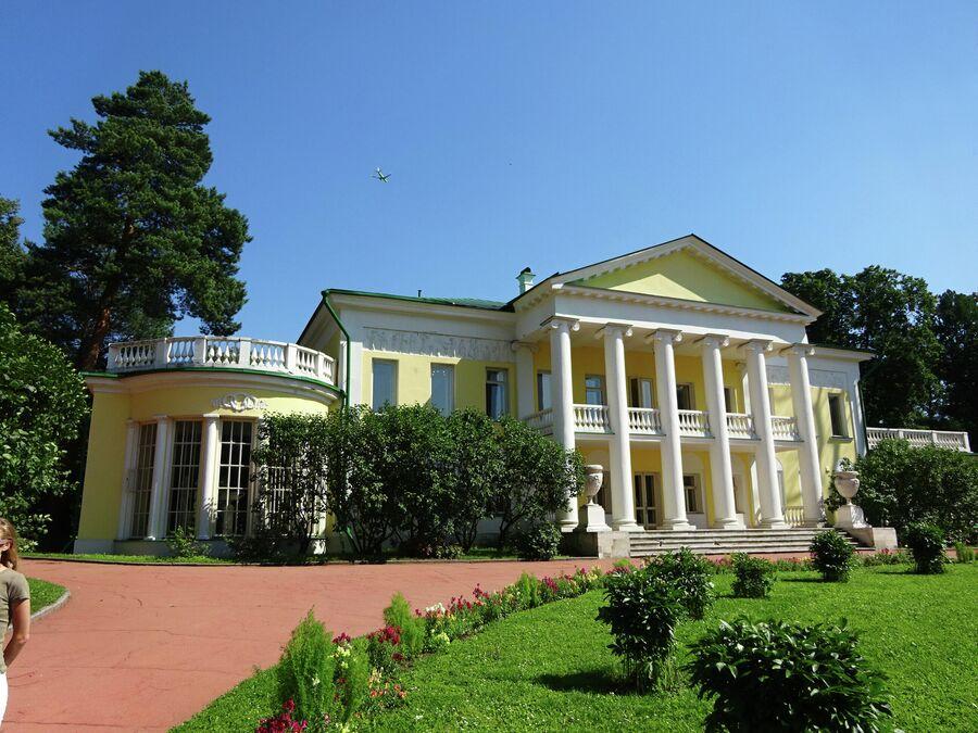 Музей-усадьба - главное здание