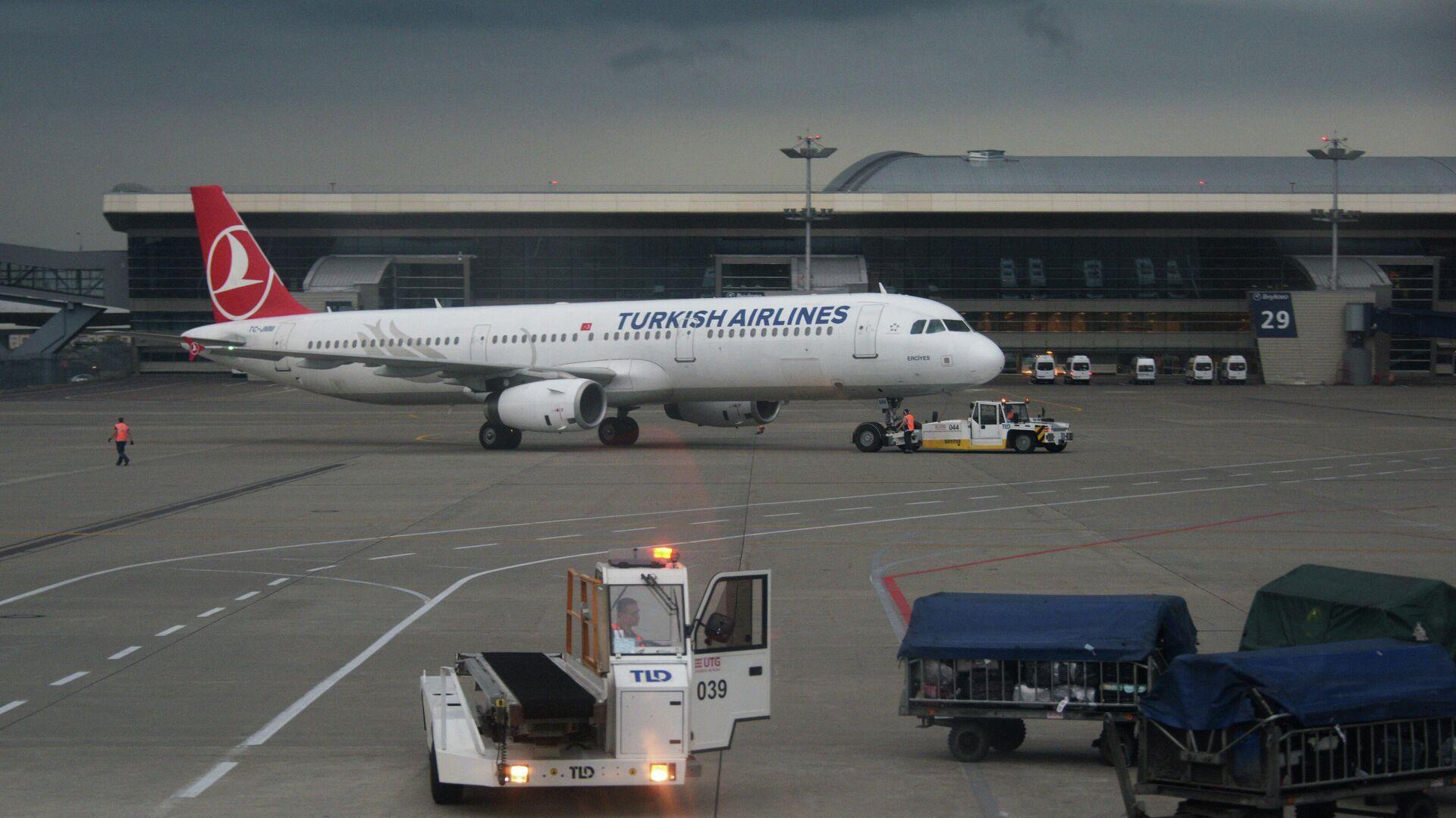Самолет Airbus A321 авиакомпании Turkish Airlines в аэропорту Внуково в Москве - РИА Новости, 1920, 18.06.2021