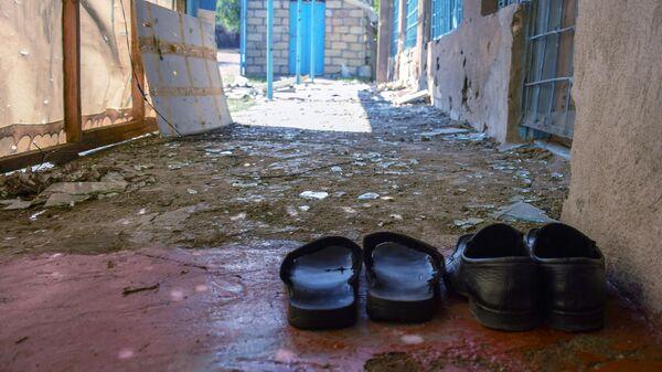 Повреждения в жилом доме, пострадавшем в результате обстрела на азербайджано-армянской границе в селе Агдам Товузского района Азербайджана
