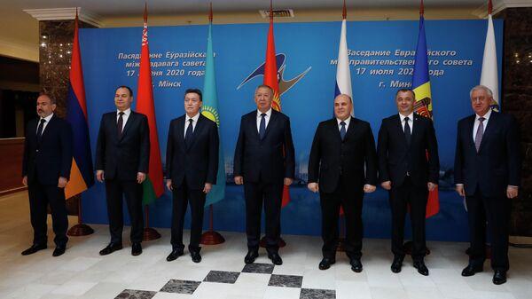 Совместное фотографирование глав делегаций Евразийского межправительственного совета в Минске