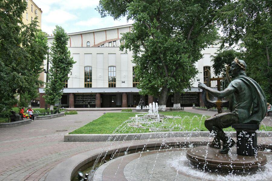 Здание Государственного академического театра имени Моссовета в саду Аквариум