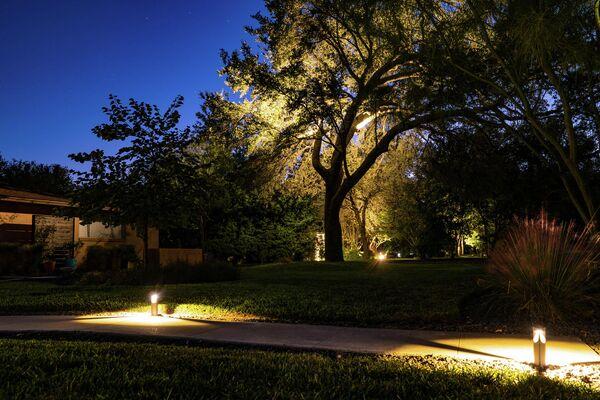 Эффектно и эффективно: простые секреты освещения дачного участка