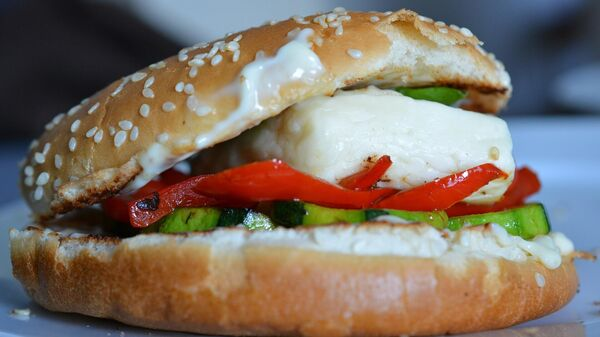 Бургер с сыром халлуми