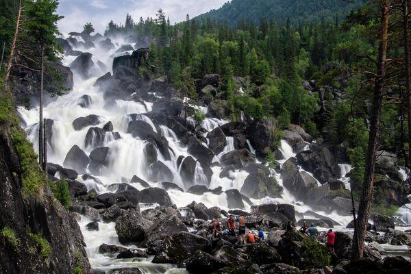 Большой Чульчинский водопад в Республике Алтай