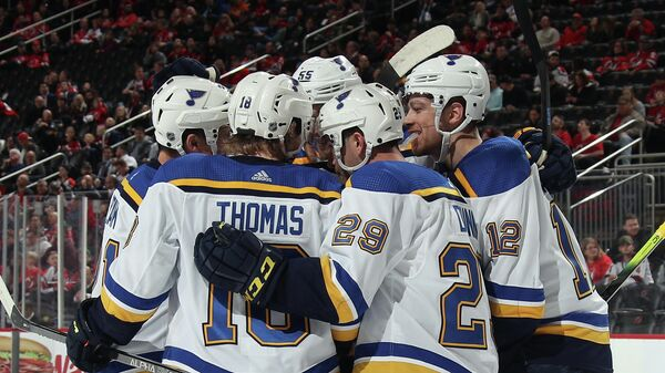 Хоккеисты Сент-Луис Блюз в матче НХЛ