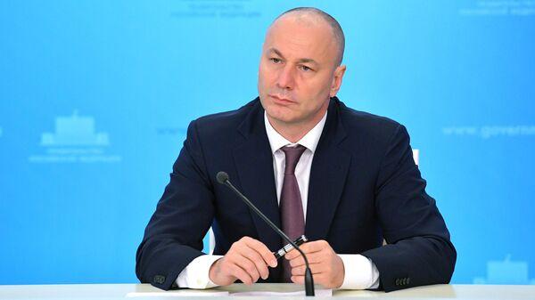 Временно исполняющий обязанности руководителя Рособрнадзора Анзор Музаев во время брифинга