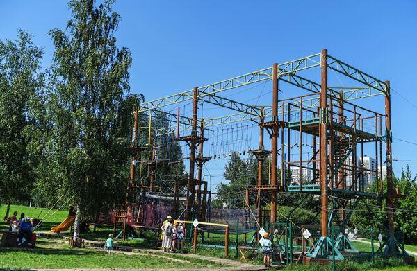 Веревочный комплекс ПандаПарк в ландшафтном парке Митино после комплексного благоустройства