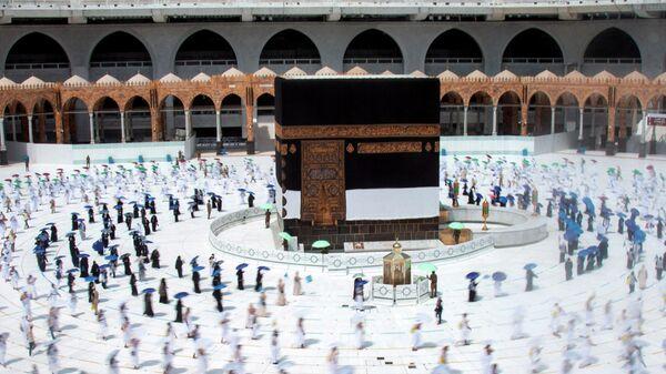 Верующие соблюдают социальное дистанцирование во время паломничества в Мекке, Саудовская Аравия