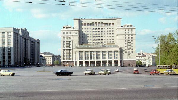 Площадь 50-летия Октября в Москве (ныне - Манежная площадь).
